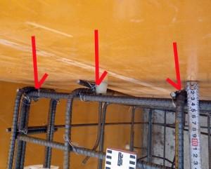 鉄筋が型枠に近接